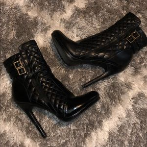 All black boots with zipper